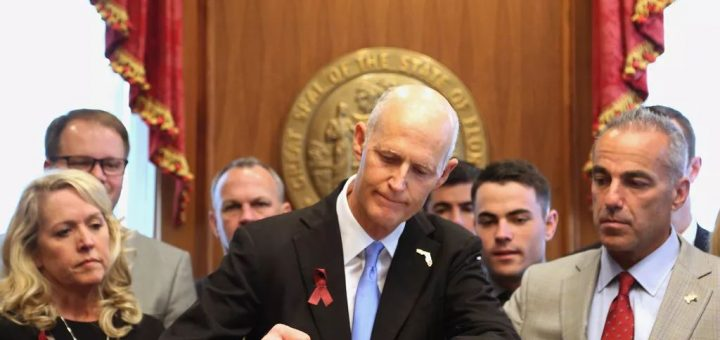 佛州州长刚签署控枪法案,就被美国步枪协会告了(组图)